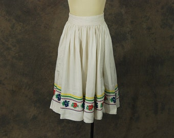 CLEARANCE vintage 50s Circle Skirt - White Floral Trim Patio Skirt 1950s Peasant Skirt Sz S As Is