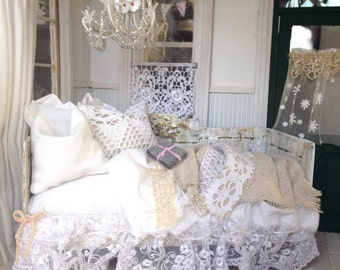 Dollhouse Shabby Chic Daybed