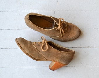 Roandenna oxfords | vintage 1970s suede oxfords | lace up 70s oxford heels 6.5