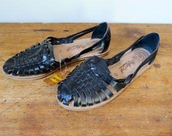 Black Leather Huaraches Slip On Moccasins Boho Sandals Vintage 80s Summer Dells Flats Black Woven Sandals Flats Womens Size 5.5 / 6