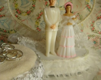One Vintage Wedding Cake Topper With Children