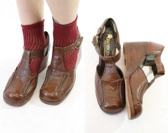 1970s Wedges Size 8  / 70s Vintage Shoes Sandals T Straps /  Melrose Hill T Straps
