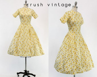 40s Dress Floral XXS  / 1940s Vintage Dress Print Rayon / Chrysanthemum Dress