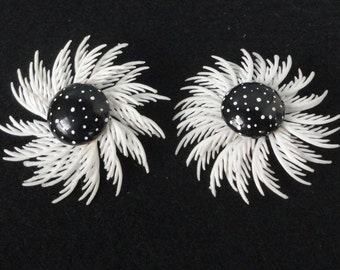 Vintage Reclaimed Large White Plastic FLOWER Clip on Earrings. Plume