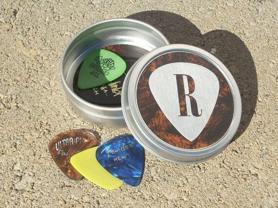 guitar pick tin gift for guitarist or musician guitar pick. Black Bedroom Furniture Sets. Home Design Ideas