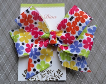 Funky Daisies Classic Diva Bow
