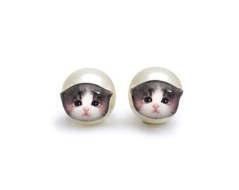 Cute Newborn Grey and White Kitten Stud Earrings with Pearl ear back stopper - A025ERP-C45 Made To Order