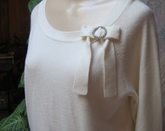 Vintage ivory beige acrylic soft sweater, bow neck soft acrylic sweater, crystal circle bow neckline detail sweater,  Large ivory sweater