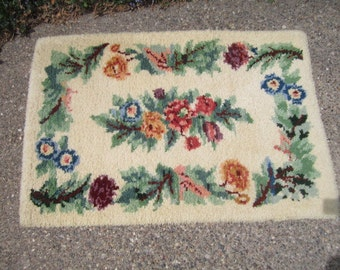 Vintage Charming 46x31 Hooked Wool Colorful Floral on Cream Rug