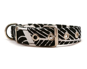 Black and white dog collar - Abstract pet collar - Metal buckle dog collar - Black and white dog collar with metal buckle - S / M size