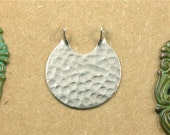 6 silver CIRCLE hammered jewelry pendant . 26mm x 23mm (S63).