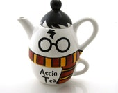 Harry Potter teapot with gryffindorscarf, accio tea, tea for one, gift for Harry Potter fan, reader, tea drinker
