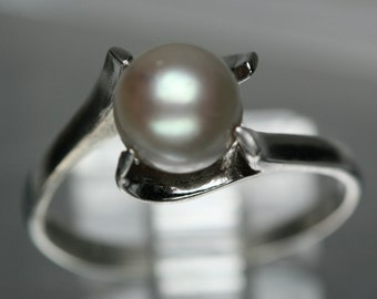 Vintage Silver and Pearl Ring