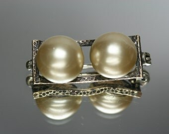 Vintage Metal and Faux Pearl Small Brooch/Pin