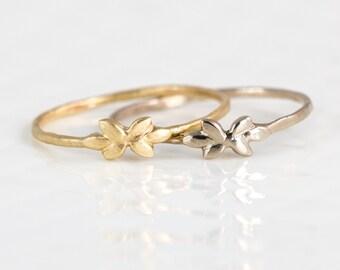 Golden Petal Ring // 14k Gold Gold Stacking Ring with Vine Leaf Detail // Nature Inspired 14k Gold Stacking Ring