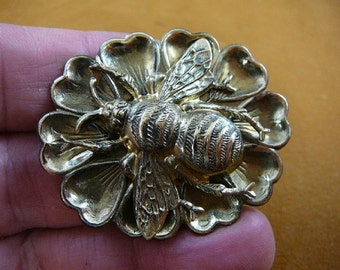 large striped Bee bumble bees insect bug on heart flower oval repro Victorian brass pin pendant B-Bee-152