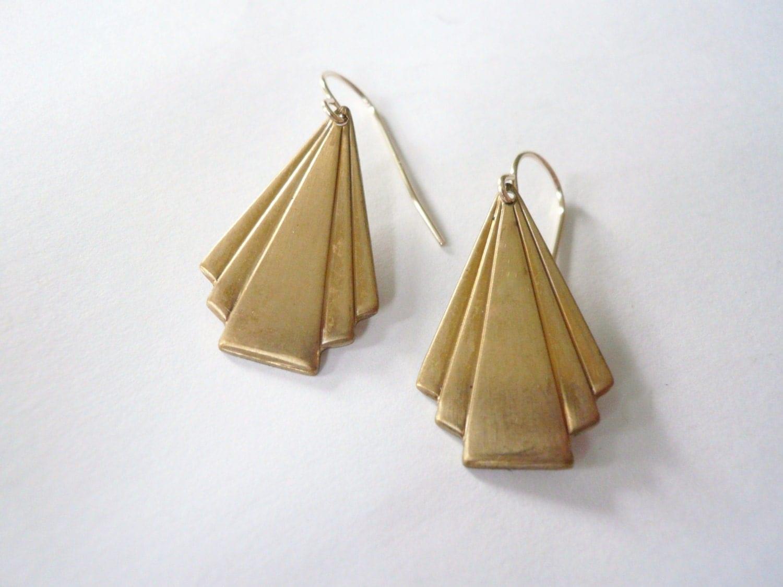 art deco triangle earrings diagonal fan gold dangle earrings. Black Bedroom Furniture Sets. Home Design Ideas