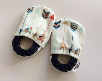 Designer Baby Vegan Sherpa Booties Slippers Soft Sole Crib Fabric Shoes - Arrows Metallic Navy Gold