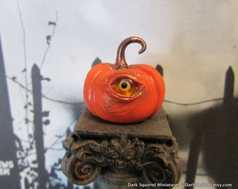 Spooky Eye Pumpkin dollhouse miniature, Halloween in 1/12 scale