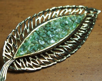 Vintage Goldtone Leaf pin brooch with green stone inlay