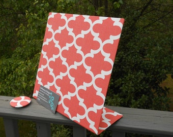 "Magnetic Board, Wedding Gift Idea,  Magnetic Memory Board, Coral Quatrefoil, Desktop or Countertop, Personalized, (10"" x 10"")"