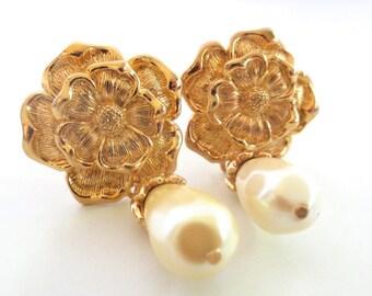 Vintage Avon Flowers and Pearls Drop // Clip on Earrings