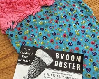 Vintage 1960s Broom Duster for Quick Easy Dusting NOS / Retro Suzy Homemaker Houseware
