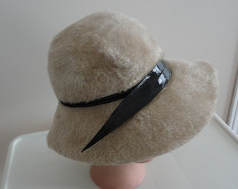 70s Beige Felt & Feather Women Hat XS 21 inches Andre  Canada