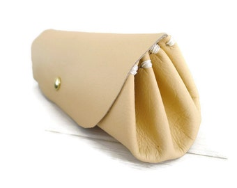 Clutch Purse For Women/Minimalistic Style/Magnolia Cow Leather/leather purse/Purse Organiser