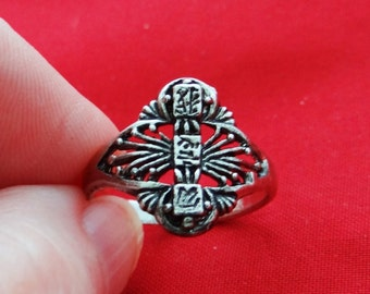 Vintage NOS new old stock silver tone size 7.5 ring in unworn condition