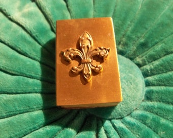 fleur de lis   old metal match box