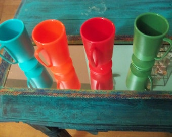 4 plastic vintage cups with handles great for little ones