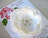 Ivory Bridal Flower clip, Bridal Fascinator, Wedding Hair Accessory with Pearls and Rhinestones