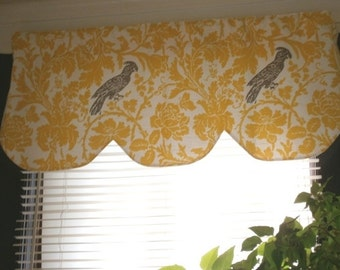 Shaped, scallop valance, barber bird, corn yellow white 42 x 16 inches
