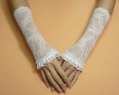 SALE White Wedding Armwarmers, Regency Lace Gloves Fingerless Arm Covers Laced Up, Flowered Shabby Chic Bridal Renaissance Armstulpen Boho