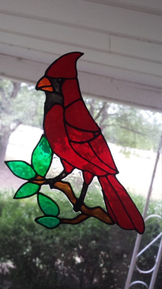 Cardinal sur un vitrail de branche s 39 accrochent for Fenetre a cardinal