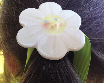 Happy Baby Face Daisy with shank can Button up your hair