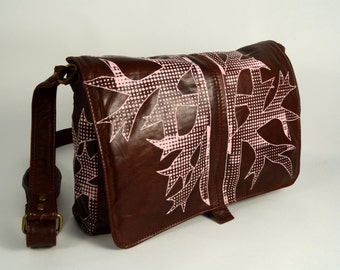 Dark red leather shoulderbag with pink print