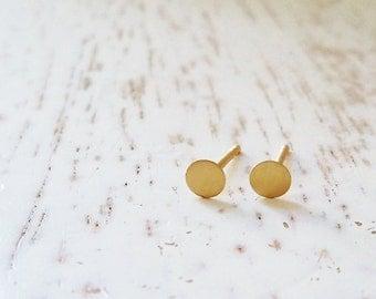 14k Gold Studs / 14 Karat Gold Circle Earrings / Round Earrings / Small Gold Post Earrings / Simple Disc Earrings / Minimalist Gold Jewelry