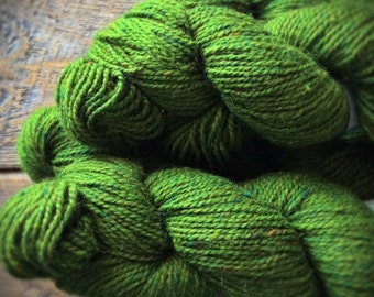 Bright spring green worsted wool yarn - green yarn - Peace Fleece yarn - Shaba Green - knitting yarn shop