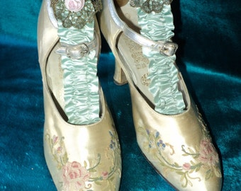 Antique Silk Embroidered Women's Shoes 1920's Pastels Collectible Display Rare Beauvais Embroidery Wedding Peacock Shoe Co.