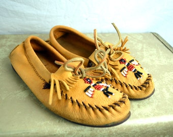 Vintage Soft Leather Beaded Thunderbird Vintage Moccasin Shoes - Women's Size 7