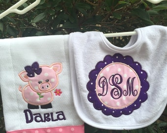 Baby personalized bib and burocloth set