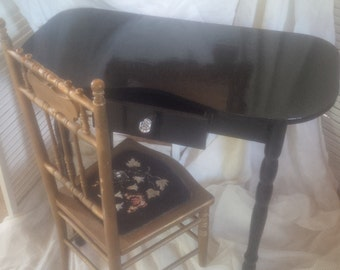 V A N I T Y  Vintage Kidney Shaped Painted Black Lacquer Finish Poppy Cottage Painted Furniture