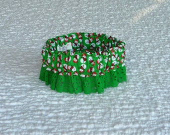 """Tiny Snowmen on Green Dog Scrunchie Collar - green lace - S: 12"""" to 14"""" neck"""