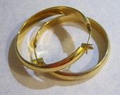 vintage gold tone smooth edged pierced hoop loop earrings 515D