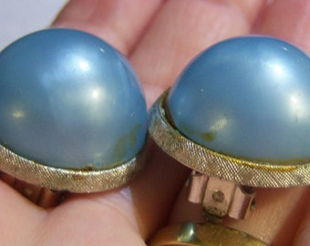vintage Coro light blue round clip on earrings in a silver tone setting 0515D