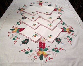Beautiful Vintage Christmas Tablecloth and 8 Napkins Hand Applique