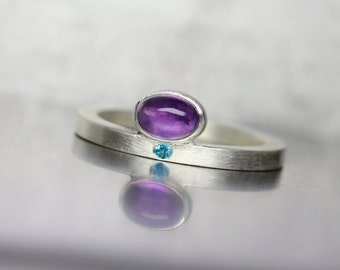 Modern Oval Amethyst Paraiba Topaz Silver Ring Purple Electric Blue Minimalistic Solitaire Design February Birthstone Gift Idea - Purpurblau
