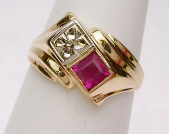 14 kt Synthetic Red Square and Carved Flower Birthstone Ring 1940s Yellow Gold